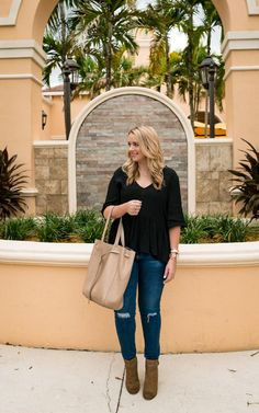 4b4eab7b39b V-Neck Peplum Top+distressed jeans+brown boots+beige tote bag.