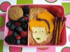Disney Princess Bento Box. Saving to share with my sister in-law
