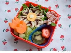 Change up your kid's everyday lunch with these fun, healthy bento lunch box ideas. Plus, get more delicious kid and toddler lunch ideas! Cute Bento Boxes, Bento Box Lunch, Lunch Snacks, Lunch Boxes, Kid Lunches, School Lunches, Healthy Toddler Lunches, Mochi, Boite A Lunch