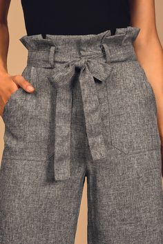 You're going to rock that next company meeting in the Lulus Power Call Grey Wide-Leg Paper Bag Waist Pants! Woven pants with matching belt and cropped wide leg. Paper Bag Waist Pants, Paper Bag Shorts, Grey Pants Outfit, Paperbag Hose, Professional Outfits, Pants Pattern, Aesthetic Clothes, Wide Leg Pants, Patterned Shorts