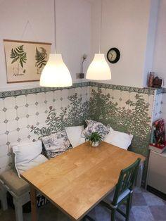 Gemütliche Wohnküche Mit Schöner Wandgestaltung. #Küche #Einrichtung  #Einrichtungsidee #Esstisch #Pendelleuchte