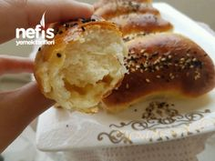 Kabardıkça Kabaran Labneli Poğaça Tarifi – Videolu - Nefis Yemek Tarifleri Turkish Recipes, Bagel, Hamburger, Bread, Breakfast, Food, Morning Coffee, Meal, Hamburgers