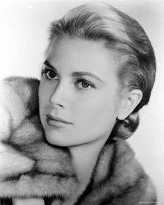 Grace | More Grace Kelly lusciousness here: http://mylusciouslife.com/photo-galleries/entertainment-books-movies-tv-music-arts-and-culture/