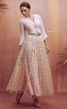 Oriental Dress, Oriental Fashion, Hijab Fashion, Fashion Dresses, Morrocan Dress, Mode Abaya, Kurti Designs Party Wear, Turkish Fashion, Caftan Dress