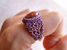 カンテラオパール 天然石リング Macrame Rings, Macrame Jewelry, Macrame Bracelets, Micro Macramé, Crochet Buttons, Diy Rings, Textile Jewelry, Rainbow Loom, Paracord