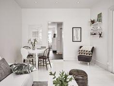Kleine witte woonkamer met witte meubels - Inspiratie, Interieur en ...