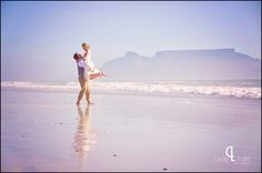 Beach couple shoot with Table mountain in the background {www.lindytruter.com}
