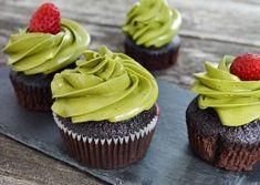 Cupcakes cu ciocolata si frosting de matcha Cupcakes, Matcha, Foodies, Muffins, Desserts, Tailgate Desserts, Cupcake Cakes, Muffin, Deserts