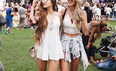 15 Cute Concert Outfits For Every Type Of Concert - Whether you're into country, rock, pop, EDM, or hip-hop; these are a few cute concert outfits that are perfect for every type of concert! Hipster Outfits, Boho Outfits, Summer Outfits, Cute Outfits, Cute Concert Outfits, Concert Outfit Winter, Outdoor Concert Outfits, Outfits For Concerts, Country Concert Outfit Summer