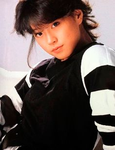 中森明菜 Akina Nakamori, 1980s Idolo Beautiful Person, Vintage Beauty, 90s Fashion, Asian Woman, Everyday Fashion, Cute Girls, Idol, Singer, Japan