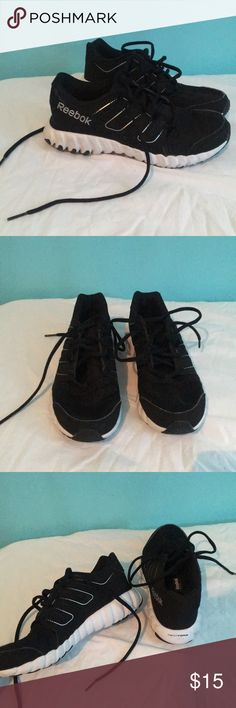 Reebok TwistForm Shoe This is a black and white Reebok shoe that is very comfortable and stylish. This shoe was once worn and is in very good shape! Reebok Shoes Sneakers