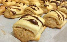 לאוהבי החלבה - מתכון מעולה לעוגיות חלבה פריכות וממכרות שמכינים בקלות! מתאימות גם לטבעוניים. Cookie Desserts, Cookie Bars, Food Categories, Mini Cakes, Other Recipes, Food And Drink, Cooking Recipes, Sweets, Cookies
