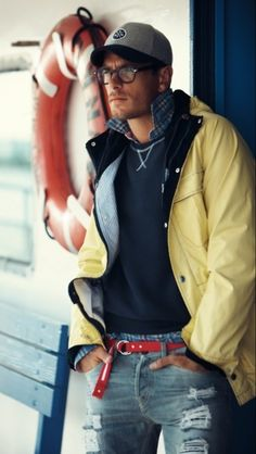 Perfect look for East Coast casual. Love the color of the jacket and the belt is a fun pop.