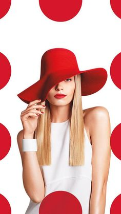 HAT peters/Target-Branding We created a brand campaign that actively deconstructs this iconic graphic identity. Instead of a static symbol, it becomes a rhythmic pattern, and a playful player in the choreography of life. Look Fashion, Fashion Art, Editorial Fashion, Boutique Marie Claire, Portrait Photography, Fashion Photography, Shooting Photo, Shades Of Red, Red And White