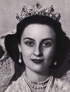 Anna Maria Tellez-Giron, Duquesa de Osuna, wearing a gorgeous diamond, pearl and emerald tiara, when she wed Pedro de Solis-Beaumont, on 23 October 1946.