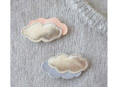Broche nuage en cuir Hair Raising, Brooches Handmade, Bijoux Diy, Leather Projects, Easy Gifts, Hair Pins, Diy And Crafts, Jewelery, Creations