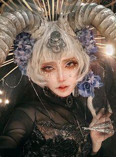 Foto Fantasy, Fantasy Art, Art Reference Poses, Photo Reference, Arte Obscura, Fantasy Photography, Cosplay Makeup, Fantasy Makeup, Art Model