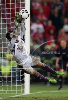 Peter Cech Milan, Soccer Highlights, Blue Flag, Chelsea Fc, Goalkeeper, Soccer Players, Cristiano Ronaldo, Premier League, Blues