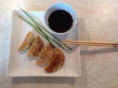GYOZA RECEPT, JAPONSKÁ SPECIALITA, PLNĚNÉ TAŠTIČKY S MASEM A KREVETY Indian Food Recipes, Asian Recipes, Sushi, Make It Yourself, Meat, Chicken, How To Make, Youtube, Beef