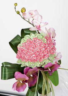 Bouquet para alfiler de novia. Hecho con orquídeas fucsia. Bouquet for bride pin. Made with fuchsia orchids. http://www.carmenmerino.net/portada/bouquets/