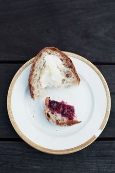 breakfast options should include freshly baked bread with homemade jelly and potentially butter