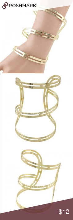 Multilayered Gold Cuff 6cm in diameter. Gold. Can widen + tighten. Cable-wire chain. Statement piece! Leismo Jewelry Bracelets