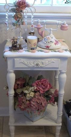 3 Unique Clever Tips: Shabby Chic Interior Simple shabby chic dining chairs.Shabby Chic Rustic Old Windows. Cottage Shabby Chic, Shabby Chic Mode, Shabby Chic Vintage, Estilo Shabby Chic, Shabby Chic Interiors, Shabby Chic Bedrooms, Shabby Chic Kitchen, Shabby Chic Style, Shabby Chic Furniture