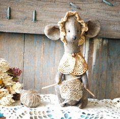 Primitive Mouse-Mouse Christmas by RusticCraftsbySue on Etsy