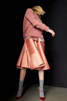 See the complete Rochas Pre-Fall 2017 collection.