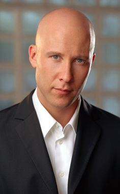Michael Rosenbaum in Smallville Lex Luthor Smallville, Michael Rosenbaum, Julie Benz, Superman Family, Bald Man, Tv Series Online, Clark Kent, American Comics, Comic Character