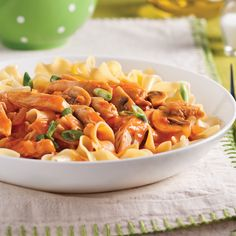 Poulet Stroganoff - 5 ingredients 15 minutes Confort Food, Main Dishes, Salsa, Spaghetti, Chicken, Cooking, Ethnic Recipes, Magazines, Diners
