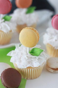 DIY Macaroon Cupcakes... Cupcakes AND macaroons? What's not to love?