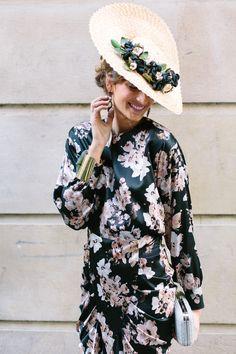confesiones de una boda | Blog de bodas con toda la inspiración para novias & invitadas con estilo Millinery Hats, Fascinator Hats, Fascinators, Outfits With Hats, Cute Outfits, Race Day Fashion, Modest Fashion, Fashion Outfits, Wedding Guest Style
