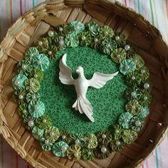 Divino Espírito Santo na Peneira Verde Maria Jose, Balcony Garden, Sculpting, Projects To Try, Wreaths, Quilts, Holiday Decor, Rose, Outdoor Decor