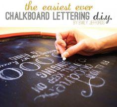 écrire à la craie avec une typo chiadée mais en 3 min sur le coup (plus 30 de prépa à l'avance)