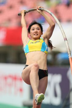 She looks like 北野武(Takeshi Kitano) on this photo. Action Pose Reference, Pose Reference Photo, Female Action Poses, Pole Vault, Long Jump, Anatomy Poses, Beautiful Athletes, Poses References, Dynamic Poses