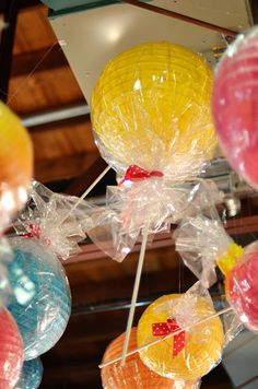 CANDY PARTY ** FIESTA DE CARAMELOS candy party decorations-paper lanterns with cellophane around them to look like candy Lamparas de papel envueltas en celofan imitando una piruleta o piruli para niños for kids