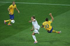 and that was a goal!! ibra <3 England vs Zlatan... (Sweden) All 4 Swe goals made by him. Amazing timing in an acrobatic kick
