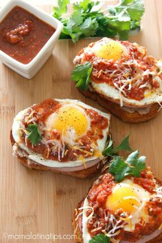 Huevos Rancheros Toast is my variation on the classic Mexican favorite. Huevos Rancheros, Lunch Recipes, Mexican Food Recipes, Easy Recipes, I Love Food, Good Food, Healthy Recepies, Savoury Dishes, Salads