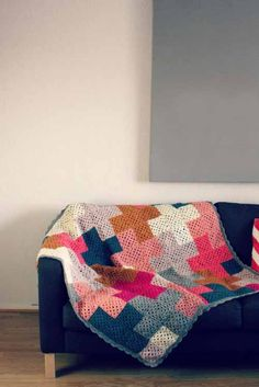 I adore granny square afghans...and even more when they've been updated like this modern one! <3