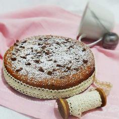 torta dosata a bicchieri, facile e veloce. Una torta profumata soffice e leggera: farina 00, farina d'avena, olio di semi, scaglie cioccolato