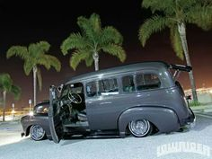 My future Lowrider suburban. Love everything exactly the way it is including the 3 Palm Tree only! Lowrider, Old Trucks, Chevy Trucks, Chicano, Classic Trucks, Classic Cars, Panel Truck, Model Cars Kits, Chevrolet Suburban
