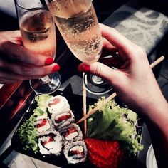 sushis and champagne... What else ?