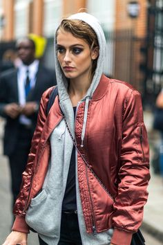 My Favorite Street Style Snaps From London Fashion Week (because im addicted) Fashion For Petite Women, Black Women Fashion, Womens Fashion For Work, Model Street Style, Spring Street Style, Street Style Women, Street Chic, Street Styles, Street Wear