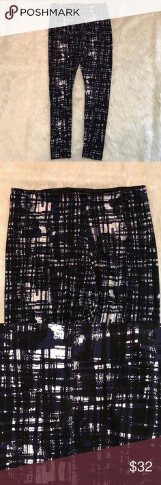 Lysse XS Ponte Leggings Full Length Navy Black Lysse XS Ponte Leggings Full Length Navy Black Crosshatch Print EUC Pre-owned, no stains or defects, Sz XS lysse Pants Leggings