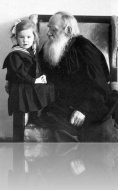 Lav Nikolajevič Tolstoj sa unukom, 1909.godina Soviet Art, Anna Karenina, Writer, Novels, Leone, Authors, Count, Men Models, Literatura