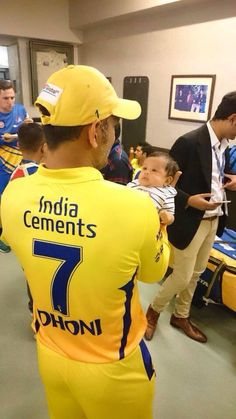 MS Dhoni and his cute daughter Ziva Dhoni History Of Cricket, World Cricket, India Cricket Team, Cricket Sport, Ms Doni, Ziva Dhoni, Ms Dhoni Photos, Dhoni Quotes, Ms Dhoni Wallpapers