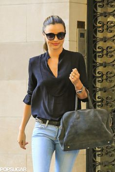 Miranda Kerr hit the streets of NYC in light denim jeans and flats, and she's still looking as effortlessly beautiful as ever. While she's been spending plenty Fashion Killa, Fashion Beauty, Fashion Addict, Casual Outfits, Fashion Outfits, Womens Fashion, Street Chic, Street Style, Miranda Kerr Style