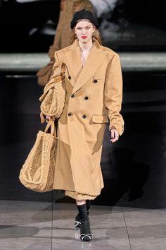 Dolce & Gabbana Fall 2020 Ready-to-Wear Collection - Vogue Dolce & Gabbana, Dolce And Gabbana Handbags, Star Fashion, New Fashion, Runway Fashion, High Fashion, Autumn Fashion, Vogue Paris, 2020 Fashion Trends