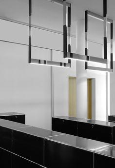 Kreon showroom in antwerp with the cadre pendant lighting for Kreon lampen